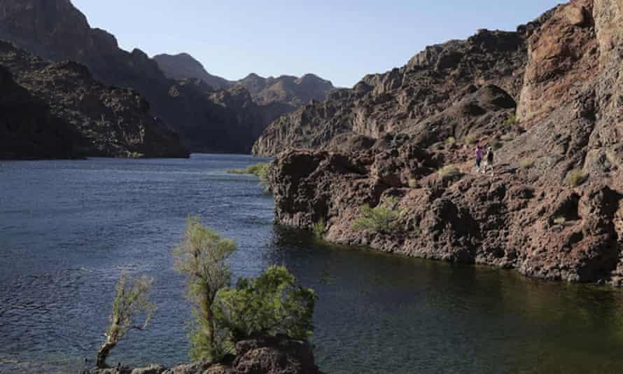 Bazı eyaletler içme suyu ve ürün yetiştirmek için Colorado Nehri'ne güveniyor.