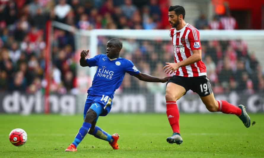 Leicester City's N'Golo Kanté escapes the attentions of Southampton's Graziano Pelle.
