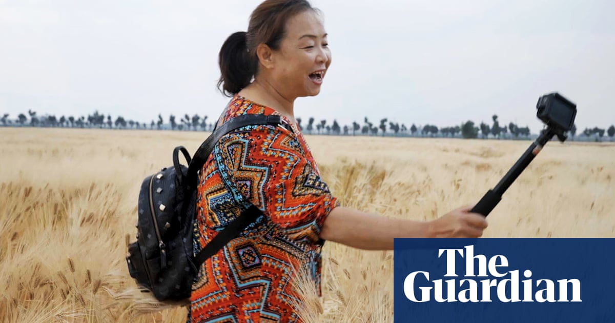 China's feminist Nomadland: The grandma who left an abusive husband for the open road –video