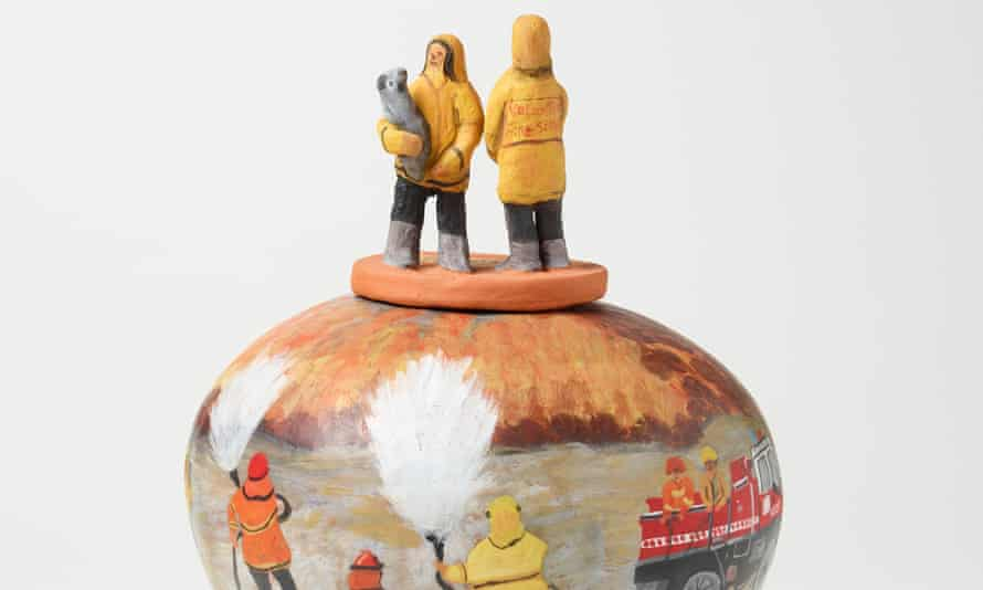 Judith Inkamala 'Ura Kngarra Mpintjama (A big fire is coming)' 2020 terracotta and underglazes.© Judith Inkamala Photo: AGNSW, Felicity Jenkins.