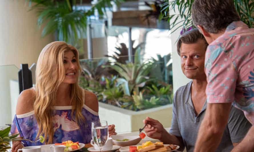 Connie Britton as Nicole Mossbacher, and Steve Zahn as her husband Mark, having lunch