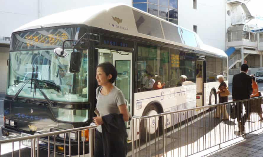 Bus drivers working for the Ryobi bus company in Okayama refused to take fares from passengers during a dispute with the company over job security.