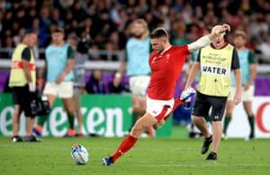 Wales' Dan Biggar kicks the penalty to level the score.