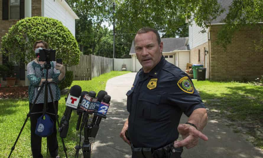 Commander Ronald Borza of Houston police talks to reporters about the investigation into a man whose tiger was on the loose.