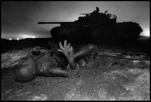 Kuwait  a dead Iraqi soldier