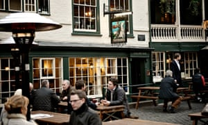 Drinkers in courtyard, the George Inn, Southwark