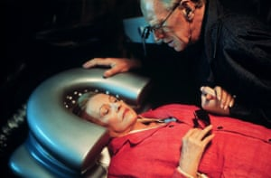 Jeanne Moreau and Max Von Sydow in Until the End of the World, 1991
