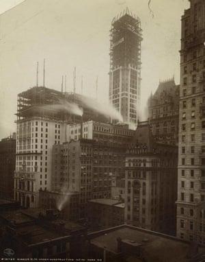 Singer Building under construction, 1908