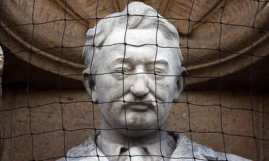 Oxford students campaign for the university to remove a statue of Victorian Colonialist Cecil Rhodes.
