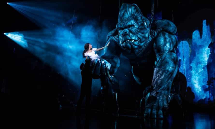 Christiani Pitts as Ann Darrow with King Kong.
