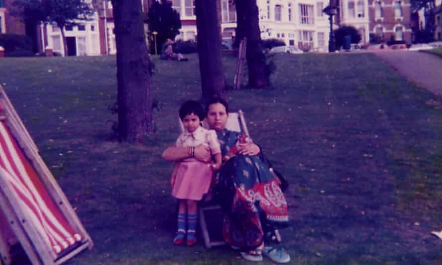 Kia Abdullah with her mother in 1986.