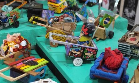 Miniature carroças sold as rewards during a crowdfunding campaign for a monument to catadores.