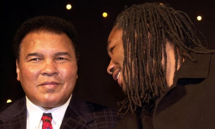 Muhammad Ali and Lenax Lewis met in London in January 2001.