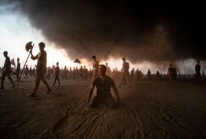 Shia Muslims mourn
