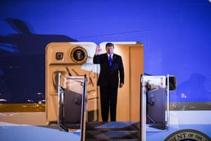 Donald Trump waves while disembarking from Air Force One at Nội Bài international airport in Hanoi