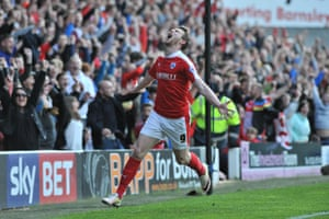 Can Sam Winnall's goals keep Barnsley in the Championship this season?
