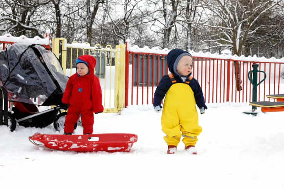 Reed and Aven see snow for the first time.