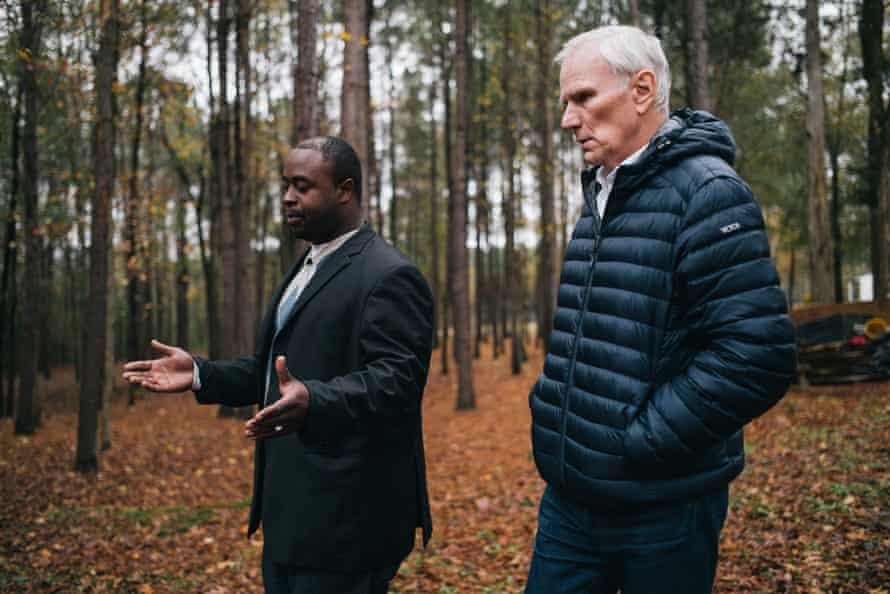 Community activist Aaron Thigpen describes poor sewage conditions to Philip Alston, the UN special rapporteur on extreme poverty, in 2017.