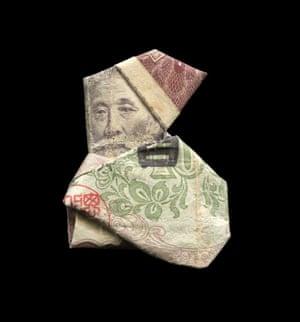 Santa illustrated using banknote origami by Japanese illustrator Yosuke Hasegawa.