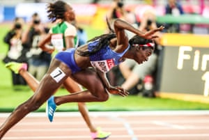 London, UK: Tori Bowie dips at the finishing line to win the 100m woman's final at the IAAF World Championships in the Olympic Stadium, Stratford