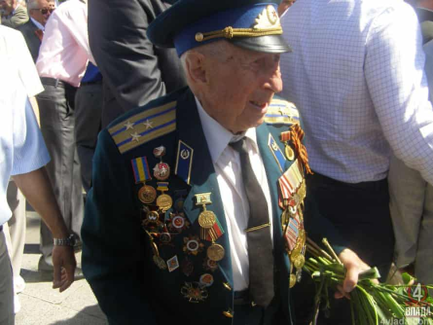 Boris Steckler at a Victory Day celebration was in Rivne, Ukraine, in 2013. The Soviet army veteran is being investigated for the killing, in 1952, of the Ukrainian nationalist Nil Khasevych.
