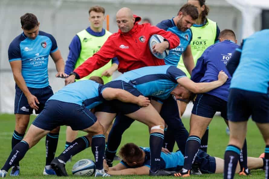 Steve Borthwick, head coach of Leicester Tigers, coaches the forwards during a training session at Oval Park in July.