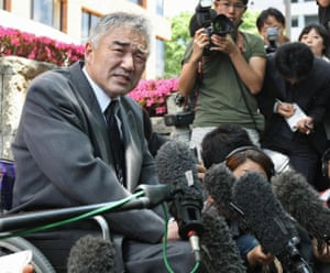 Masato Saito, the father of 17-year-old sumo wrestler Takashi Saito, answers questions from the press at the Nagoya District Court in May 2009