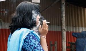 The Bangladeshi organisation Progga says that tobacco kills around 100,000 people a year