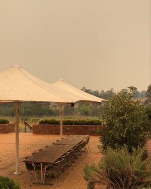 Bushfire smoke surrounds Mount Pleasant winery