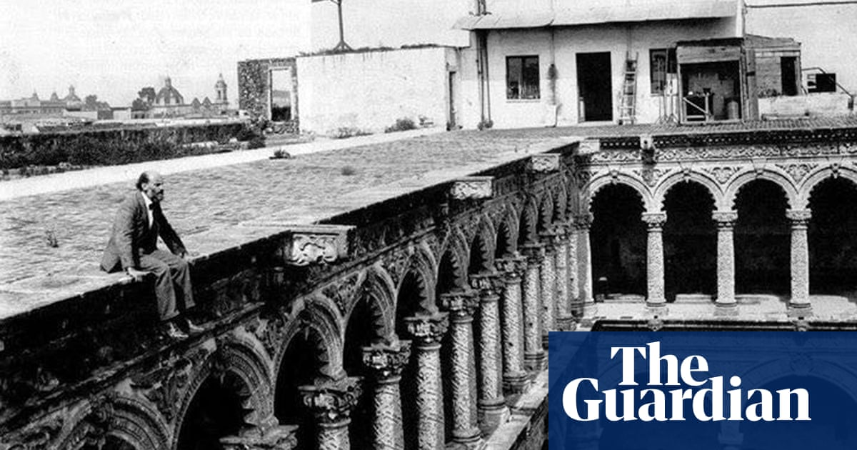 Trespassers on the rooftops: a secret history of Mexico