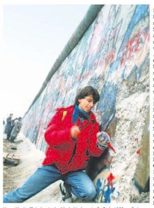 Hans Martin Fleischer with a pickaxe at the Berlin Wall in 1989