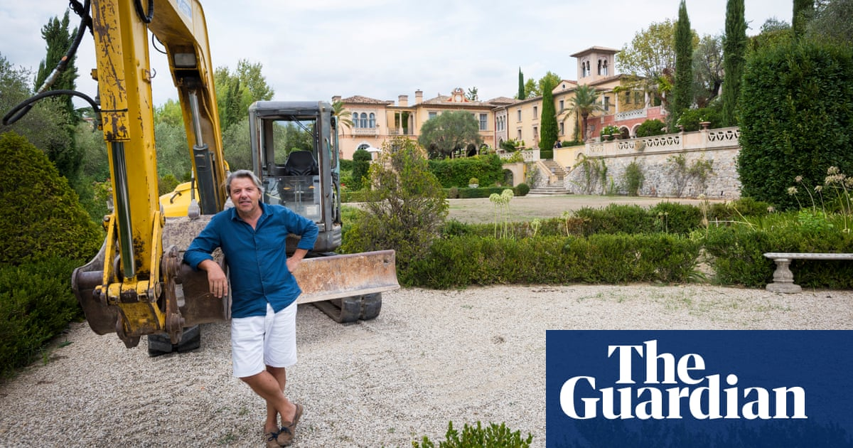 french court orders demolition of 57m pharaonic chateau. Black Bedroom Furniture Sets. Home Design Ideas