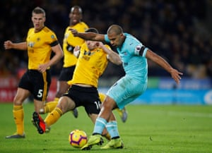 Newcastle United's Salomon Rondon shoots under pressure from Conor Coady.