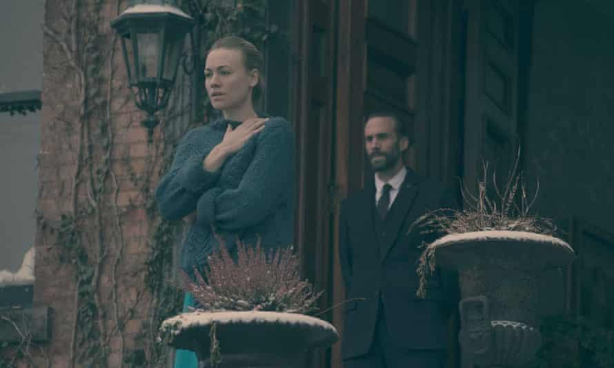 Serena Joy (Yvonne Strahovski) and Commander Waterford (Joseph Fiennes) in The Handmaid's Tale.