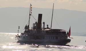 The boat sets off for Chillon Castle.