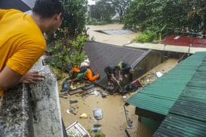 Villagers try to gather their belongings in San Mateo in Rizal