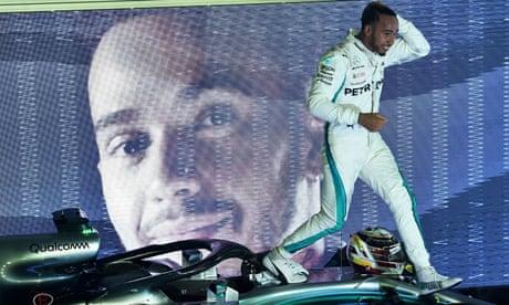 Lewis Hamilton soars in Singapore but Sergio Pérez plumbs the depths