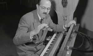 The 'ondes Martenot' introduced by its inventor, Maurice Martenot, Boston, November 1949.