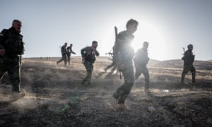 Peshmerga fighters advance on Isis positions on the outskirts of Mosul