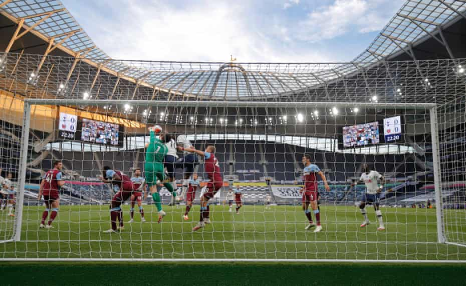 West ham keeper Lukas Fabianski punches the ball clear after a Spurs' corner.