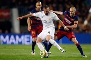 Andres Iniesta tracks a misfiring Karim Benzema.