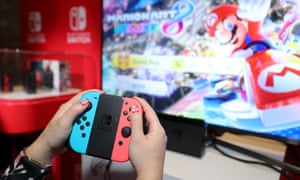 A games fan plays Mario Kart 8 Deluxe on the Nintendo Switch.