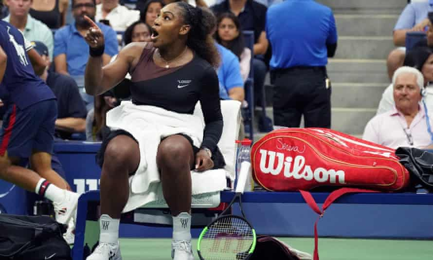 Serena Williams points at the umpire