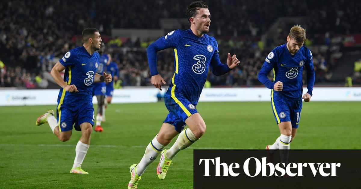 Chelsea stay top after Ben Chilwell's superb strike keeps Brentford at bay - the guardian