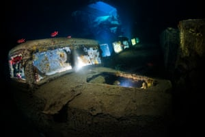 I really like the SS Thistlegorm and can not get enough of this beautiful wreck. What makes the wreck so unique is the great opportunity to create stunning wreck images, especially if you add one or more off camera strobes to create more depth in the image. For lighting, my buddy and I placed the 3 off camera strobes, one strobe in each truck and a torch in the engine compartment in the first truck. I could easily spend many dives entirely inside this captivating wreck.