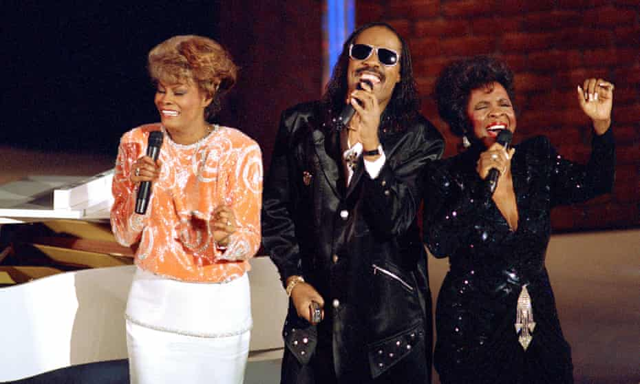 Dionne Warwick (left), Stevie Wonder and Gladys Knight performing That's What Friends Are For at the Grammys in 1987.