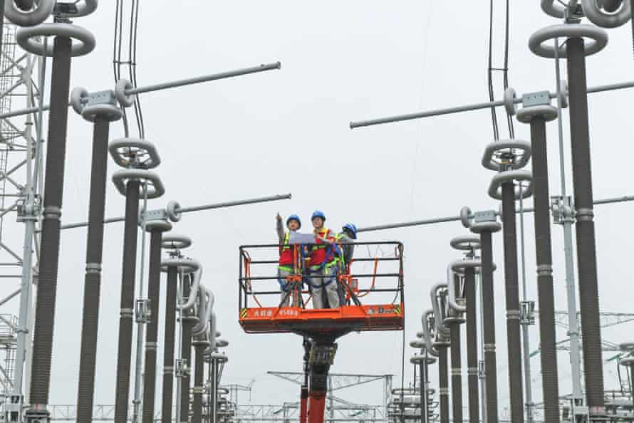 Maintenance of a high voltage converter station in Xuancheng