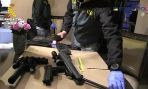 Spanish civil guards with weapons confiscated during an operation involving French and British agencies coordinated by Europol.