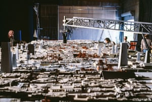 Return of the Jedi (1983) The Death Star surface being filmed by the Dykstraflex camera, monitored by Richard Edlund (crouching), with effects cameraman Bill Neil behind him
