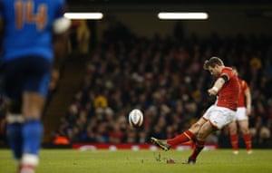 Wales' fly half Dan Biggar increases the home side's lead.